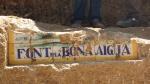 02.08.2019. Imatge de la part del mosaic que en resta amb el nom de la font.