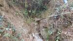 07.09.2019. Imatge de la llera on apareix la canonada que conduïa l'aigua a la font.
