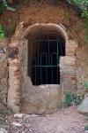 Imatge de l'entrada de la mina abans de tapiar la porta. Cedida per Jesús M.