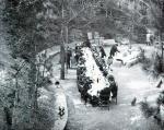 Foto antiga d'una celebració a la font.