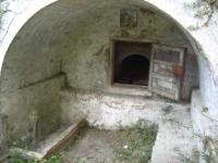 Imatge de la part interior de la volta: l'accés a la mina i la imatge de Sant Jordi