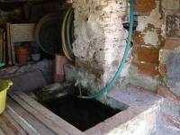 Imatge del safareig amb la font antiga.