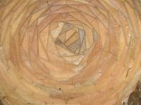 03.03.2007.- Imatge de la volta d'un pou d'extracció de terra per a l'extracció de terres al fer la mina.