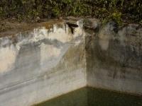 Imatge del tub que aboca a la bassa.