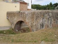 04.08.2010.- Imatge de l'aqüeducte proper. Formava part de l'aqüeducte Alt de Montcada.